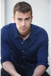 Poster Theo James